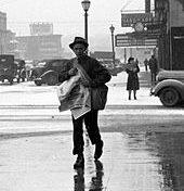Foto: Newsboy, Iowa City, 1940, Arthur Rothstein